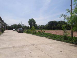 ถนนด้านหน้าที่ดิน ลำลูกกา คลอง 2 ขนาด 674 ตารางวา ถมที่ดินแล้ว