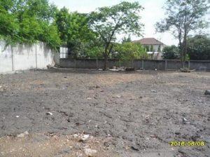 ด้านหน้าที่ดิน ขนาด 260 ตารางวา ถนนตัดใหม่ พัฒนาการ ถมที่ดินเรียบร้อยแล้ว