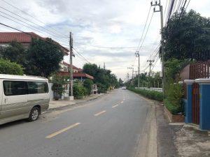 ถนนทางเข้าแปลงที่ดิน ถมที่ดินเสร็จเรียบร้อย พุทธมณฑลสาย 3 เนื้อที่ขนาด 60 ตารางวา