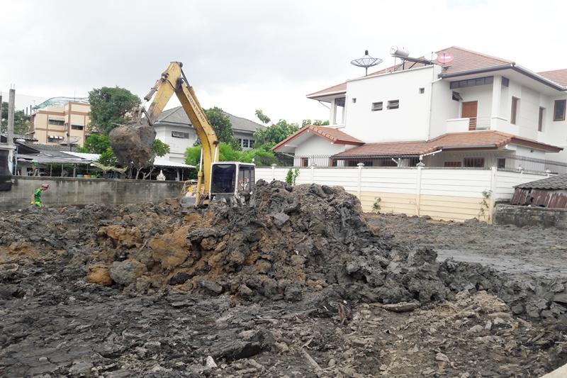 ถมดิน เพื่อปลูกสร้างบ้าน โดยใช้ดินถมทั่วไป