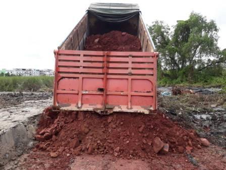 รถบรรทุกพ่วง ส่งดินลูกรัง 20 คิว ทำทาง ทำถนน