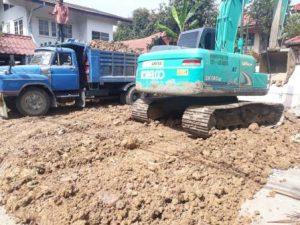 รถบรรทุกดิน ส่งดินเข้าแปลง ดินดานสามารถวิ่งทับบดอัดได้ทันที